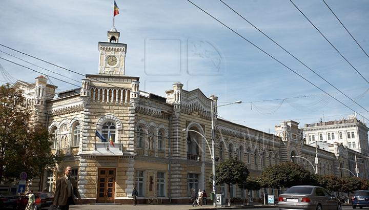 În ce condiţii poate fi iniţiat referendumul privind demiterea primarului de Chişinău