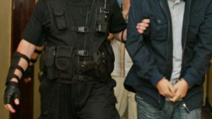 Operaţiune de amploare la vamă! Circa 60 de vameşi moldoveni, prinşi în timp ce încălcau legea