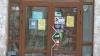 Agenţii economici care plasează panouri publicitare pe uşile şi ferestrele magazinelor ar putea fi nevoiţi să plătească o TAXĂ