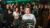 Mii de împătimiţi ai jocurilor video, în extaz: Microsoft a lansat pe piaţă noua consolă Xbox One (VIDEO)