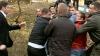 Bătaie în toată regula! Locatarii unui bloc de la Ciocana s-au luat la pumni cu muncitorii de pe un şantier (VIDEO)