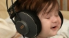 Cântecele de leagăn nu mai sunt preferatele bebeluşilor. Ce hituri adoră să asculte copiii