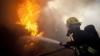O casă din Vadul lui Vodă, cuprinsă de flăcări. Două echipe de pompieri luptă cu focul