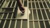 La 18 ani, condamnat pentru escrocherii în proporţii deosebit de mari şi confecţionare de acte false