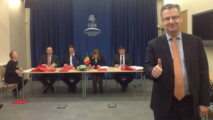(FOTO) Moldova a început parafarea Acordului de Asociere cu Uniunea Europeană. Vezi cum decurge procesul