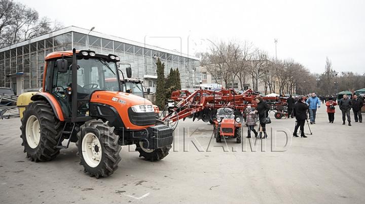 Fermierii care vor importa tractoare agricole vor fi scutiţi de TVA