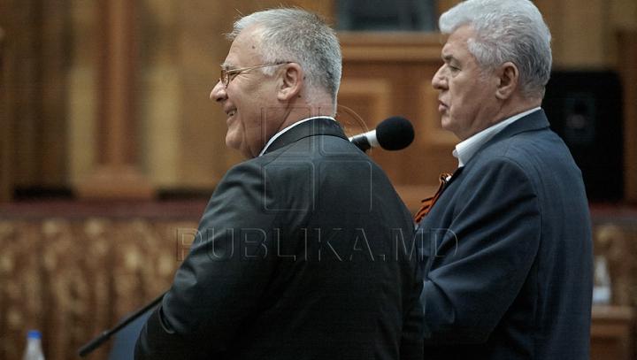"""""""Declaraţii de dragoste"""" şi sfaturi în Parlament. Diacov este surprins de confesiunile lui Voronin"""