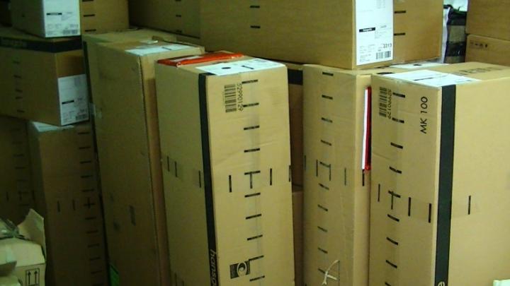 A ascuns de ochii vameşilor 45 de cutii. IATĂ ce a încercat să introducă în ţară un moldovean