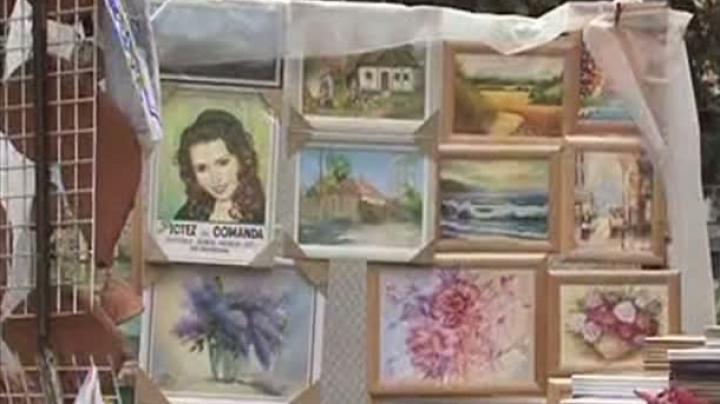 Unii moldoveni aleg să cumpere imitaţii în schimbul operelor de artă originale. Ce spun pictorii