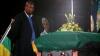 Trupul neînsufleţit al lui Nelson Mandela, transportat în satul său natal