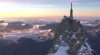 Cea mai nouă atracţie turistică din Europa , o cabină de sticlă, suspendată pe vârful unui munte