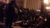 Protestatarii din Kiev, bătuţi cu BESTIALITATE de trupele speciale. Oamenii sunt loviţi cu bâtele şi picioarele VIDEO