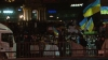(VIDEO) Locuitorii din Kiev aduc alimente şi haine groase pentru miile de protestatari adunaţi în Piaţa Independenţei