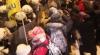 Încă o zi cu VIOLENŢE la Kiev: Cel puţin 15 oameni, printre care şi poliţişti, au fost răniţi