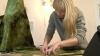 """""""Lucrurile confecţionate manual au suflet"""". Cum poţi face un brăduţ special pentru sărbătorile de iarnă (VIDEO)"""