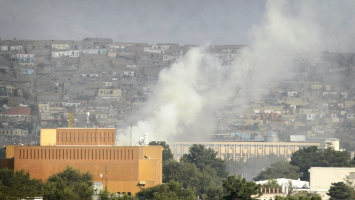Explozie lângă ambasada SUA din Kabul. În apropiere au loc schimburi de focuri