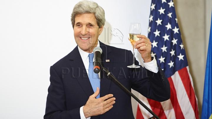 Vizita lui John Kerry la Vinăria Cricova în 70 de FOTOGRAFII. Imagini impresionante cu secretarul de stat american