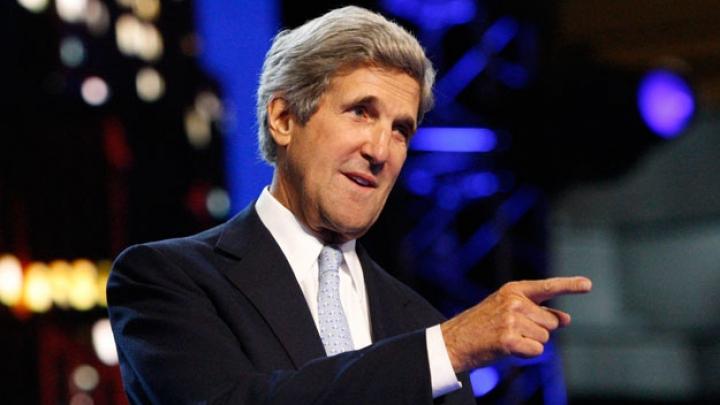 Primele declaraţii ale lui Kerry în Moldova: Am venit să vă felicit. Trecutul şi viitorul vostru este în Europa