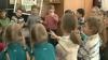 """(VIDEO) Grădiniţele din capitală duc lipsă de educatori. """"În permanenţă semnez cereri de plecare"""""""