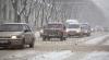 Muncitorii, neputincioşi în faţa troienelor. Drumurile curăţate sunt acoperite cu zăpadă în doar câteva ore