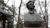 Ziua Culturii la Chişinău. Politicieni şi oficiali au depus flori la bustul poetului Mihai Eminescu de pe Aleea Clasicilor GALERIE FOTO