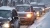Nămeţi şi ambuteiaje în Chişinău. Traficul rutier din capitală a fost dat peste cap de ninsoare (VIDEO)