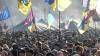 Cu caserole pe cap, site sau cutii de carton, sute de mii de protestatari au ieşit, din nou, în Piaţa Independenţei din Kiev
