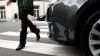 O adolescentă din Capitală a fost lovită de o maşină pe trotuar. Tânăra este în comă
