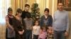 Romii din Dealul Sorocii, în toiul pregătirilor de Crăciun. Fac sarmalele cât pumnul, iar bradul este împodobit cu bani (VIDEO)