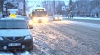 Zăpada a dat peste cap traficul rutier. Şoferii, dar şi pietonii se plâng că circulă cu dificultate