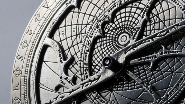 HOROSCOP: Nativii din zodia Taur vor trebui să facă un compromis, iar Racii vor fi admiraţi