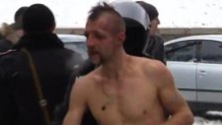 """Motivul REVOLTĂTOR pentru care trupele speciale din Kiev l-au dezbrăcat pe un protestatar: """"A fost un """"suvenir"""" pentru a-i avertiza pe protestatari"""""""