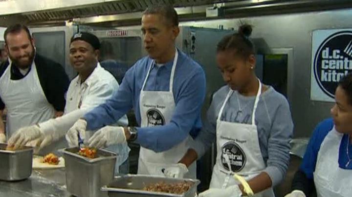 Obama, specialist în burritos. Liderul de la Casa Albă a găti bucate pentru persoanele nevoiaşe