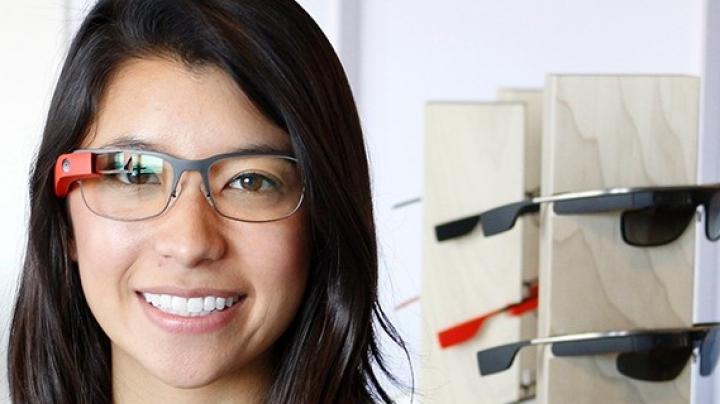 Google Glass va fi disponibil în 4 modele, inclusiv pentru lentile cu dioptrii