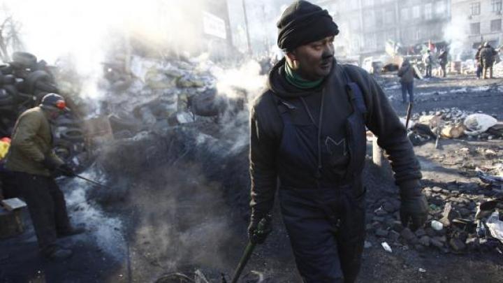 """SUA reacţionează la amnistierea protestatarilor de către Ianukovici. Kerry spune că """"nu-i suficient"""""""