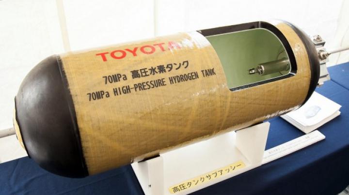 Toyota demonstrează rezistenţa buteliilor de hidrogen trâgând în ele cu focuri de armă