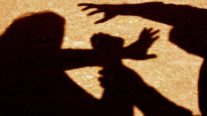 O autoritate din India a ordonat violul unei tinere. 12 bărbaţi l-au executat fără nicio ezitare