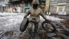 Final de REVOLUŢIE? Manifestanţii au permis accesul oamenilor printre baricadele de pe Maidan (FOTO-VIDEO)