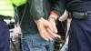 Trei tineri, reţinuţi în flagrant de poliţişti în timp ce furau bunuri dintr-un cămin studenţesc (VIDEO)