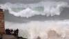 O furtună puternică însoţită de valuri uriaşe s-a abătut asupra coastei de nord a Spaniei