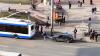 INCREDIBIL! Au vrut să tracteze maşina cu ajutorul unui troleibuz, dar s-au făcut de tot râsul (VIDEO)