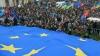 Zeci de mii de ucraineni au ieşit din nou în Piaţa Independenţei din Kiev pentru a cere demisia preşedintelui Victor Ianukovici