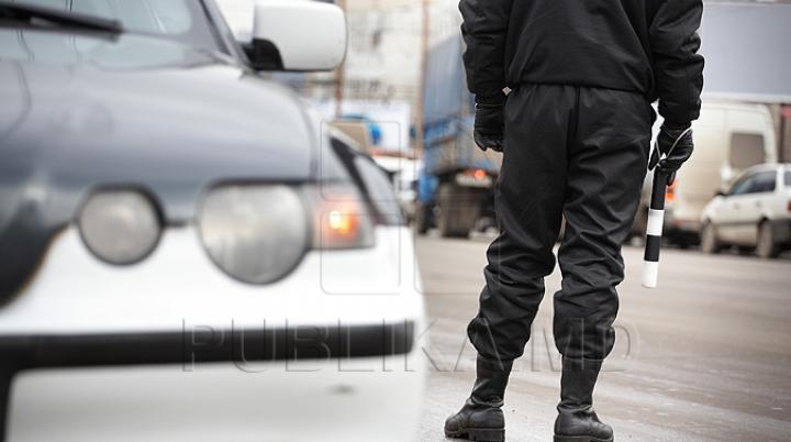 Un agent de circulaţie, ÎNVINUIT DE PROCURORI. Omul legii ar fi pretins 1.000 de lei de la un şofer