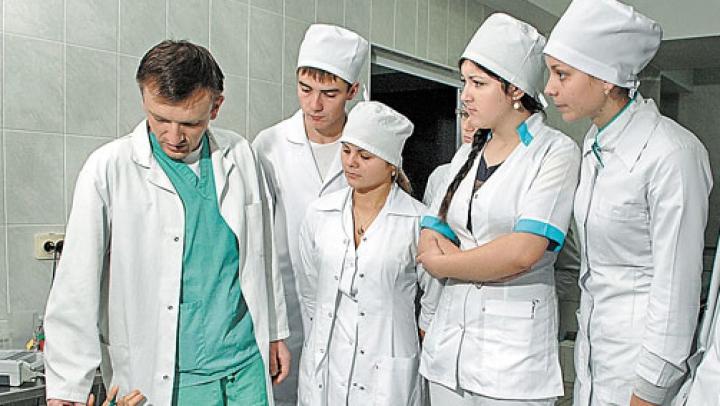 Un grup de medici rezidenţi din Moldova va pleca la stagiu în Israel: Li se oferă cazare, transport şi salariu de 3.000 de dolari