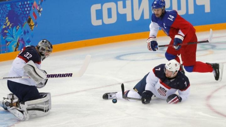 Partidă de hochei BESTIALĂ în seara de Revelion. Suporterii Bruins şi Montreal Canadiens au umplut până la refuz stadionul