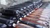 Peste jumătate de tonă de alcool contrafăcut ar fi putut să ajungă în pieţele şi magazinele din Chişinău