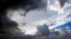 Meteorologii anunţă cer mai mult noros, ploi slabe şi vânt moderat