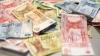 CURS VALUTAR: Leul câştigă tot mai mult teren în raport cu euro