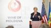Secretarul american de stat, John Kerry, promovează vinurile moldoveneşti peste ocean