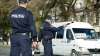 Descoperire de 1.000.000 de lei într-un microbuz de lângă Chişinău. Şoferul a fost escortat de poliţişti (VIDEO)